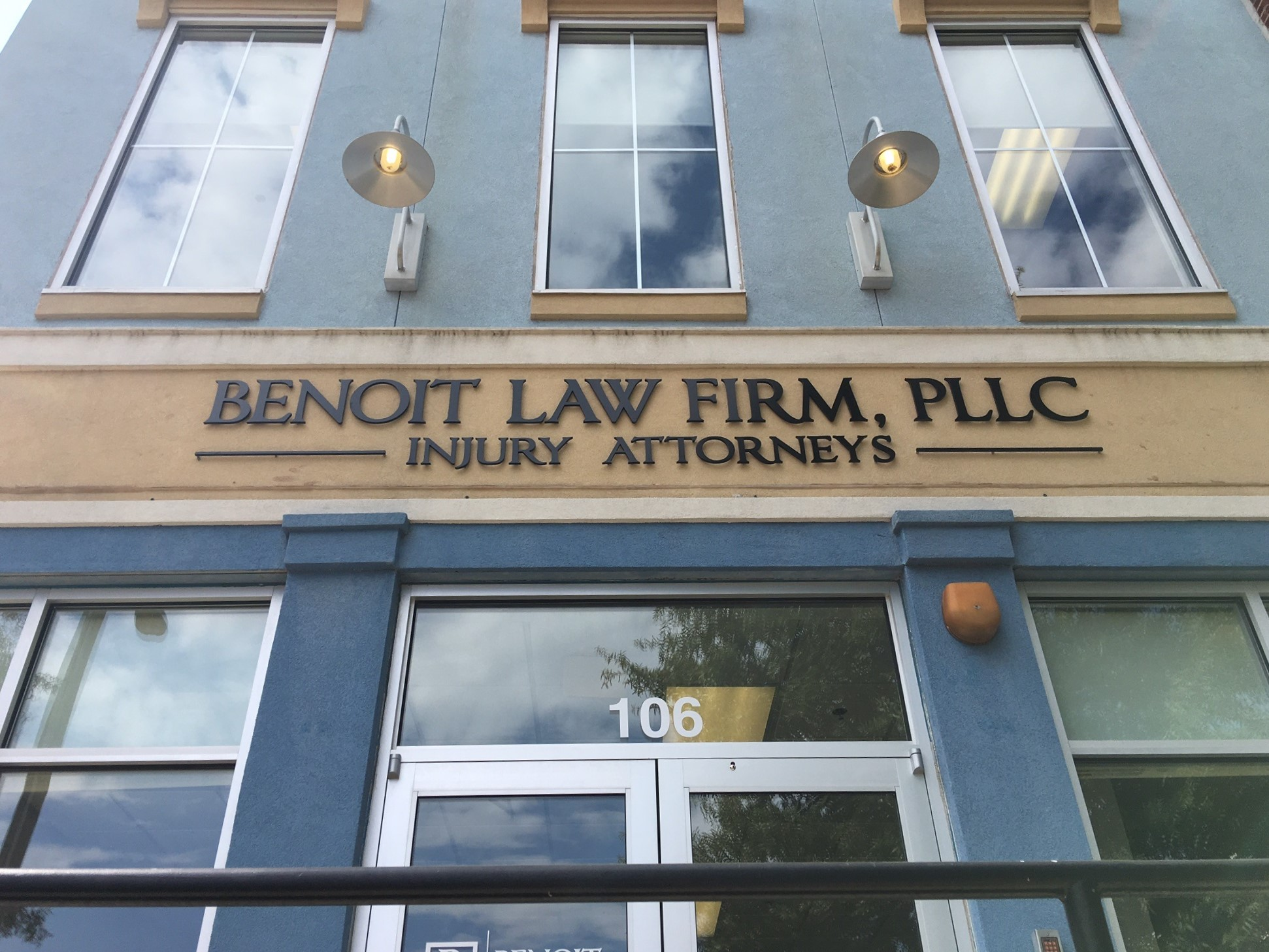 A complete sign package for benoit law firm of charlotte by jc signs jc signs charlotte for Exterior office signs